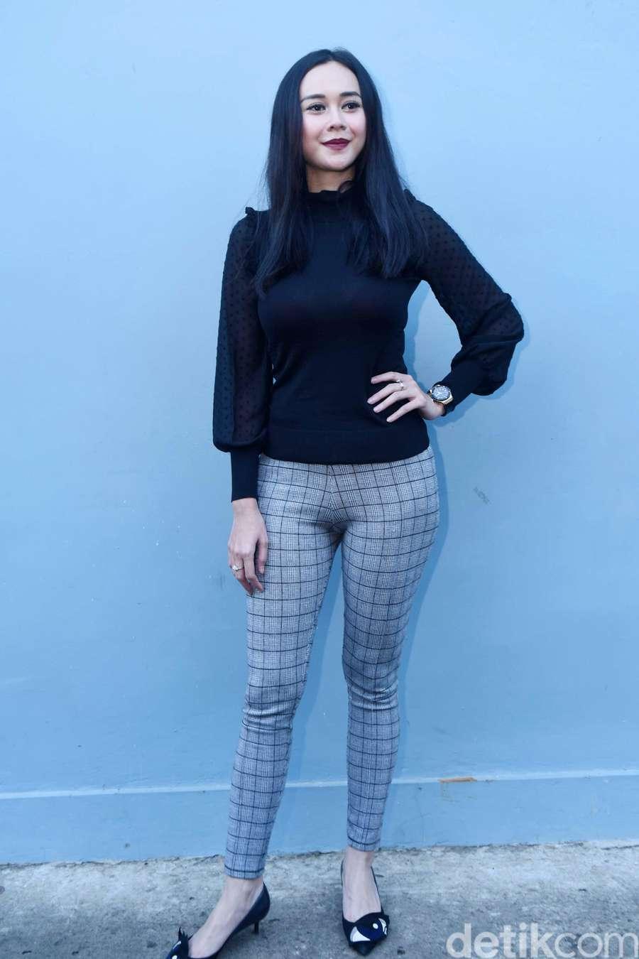 Aura Kasih Indonesian Celebrity & Hot Singer Pictures ...