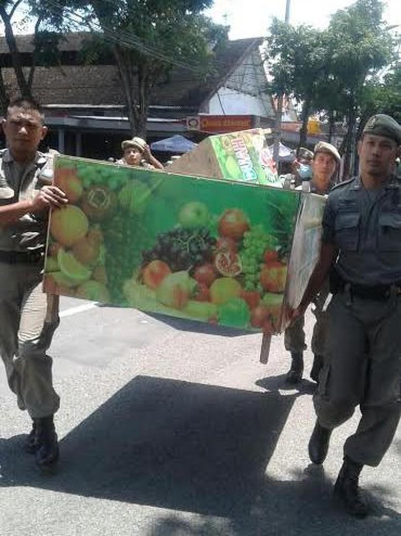 Satpol Mulai Tertibkan PKL di Bojonegoro yang Jualan di Trotoar