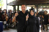 Foto: Gaya Istri Cagub dan Cawagub di Hari Pencoblosan