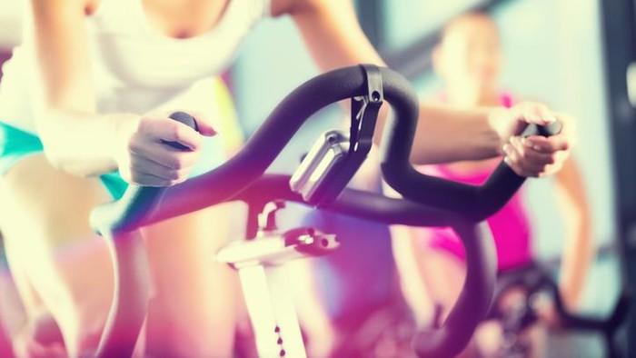 Kelebihan kalori harus diimbangi dengan olahraga (Foto: iStock)