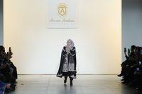 Anniesa Hasibuan di runway New York Fashion Week /