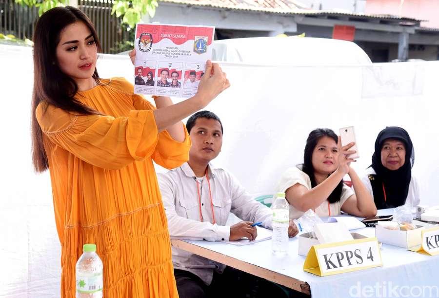 Intip Jessica Iskandar Nyoblos