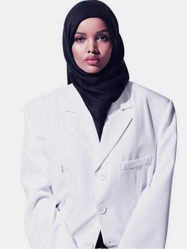 Foto: Ini Halima, Model Berhijab yang Tampil di Fashion Show Kanye West