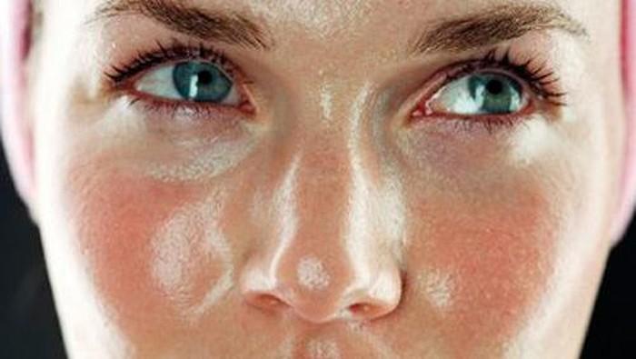 Trik agar tidak jerawatan bagi yang punya kulit berminyak di kala mudik. Foto: iStock