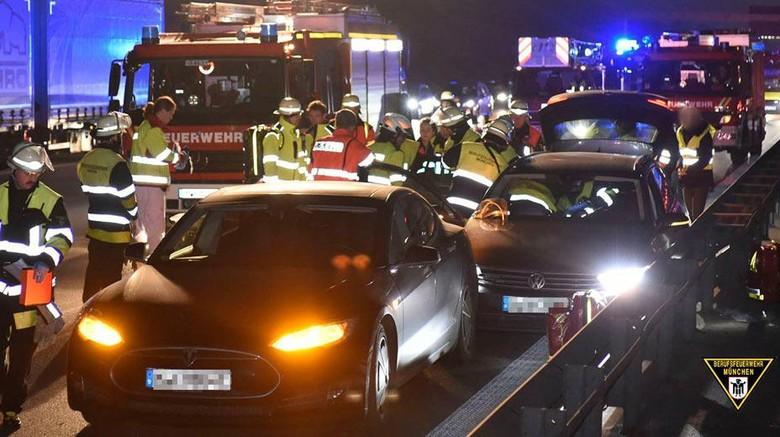 Insiden di autobahn, Jerman Foto: Istimewa