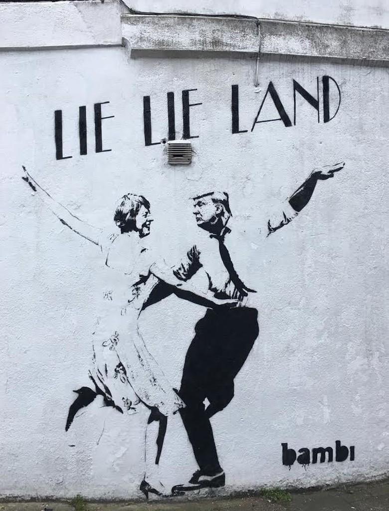 Parodikan La La Land, Grafiti Ini Ubah Wajah Ryan Gosling Jadi Trump