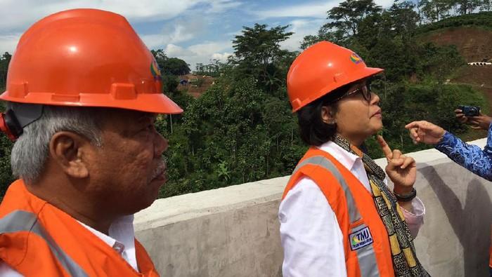 Sri Mulyani dan Basuki Hadimuljono di Tol Semarang Solo