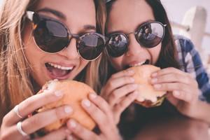 Terungkap! Inilah 10 Makanan yang Paling Bikin Ketagihan!