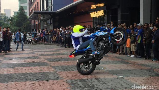 Aksi freestyle membuka acara peluncuran GSX-R150 dan GSX-S150