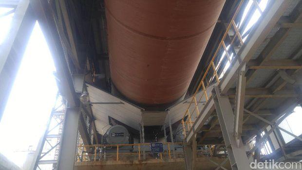 Salah satu mesin produksi di pabrik PT Semen Indonesia