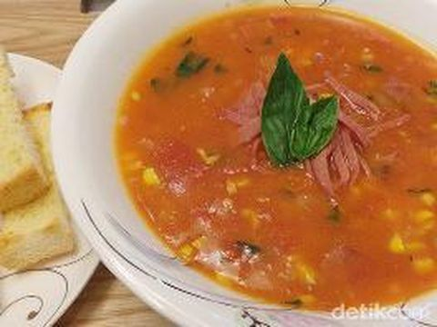 Masak Apa Hari Ini : Sup Tomat dan Ikan Goreng Saus Telur Asin yang Enak