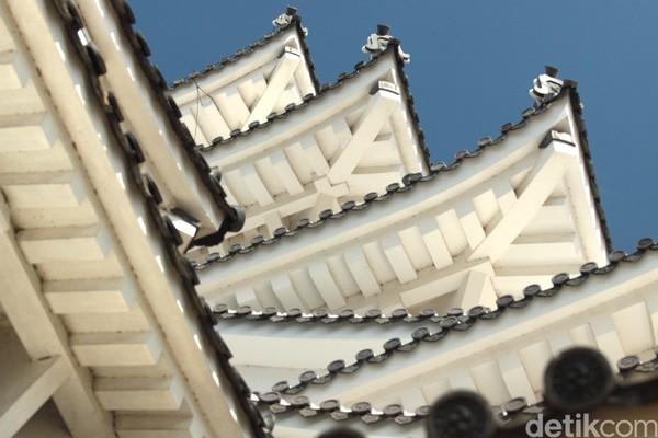 Pada Perang Dunia II, Kota Himeji dibom dua kali dan seluruh kota hangus. Bom juga mengenai Kastil Himeji, namun tidak meluluhlantakkan istana setinggi 7 lantai itu sehingga bisa dibangun kembali. (Andy Saputra/detikTravel)