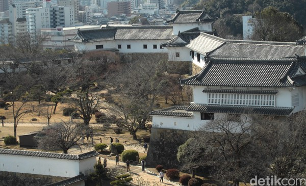 Kastil Himeji merupakan salah satu kastil terbesar dengan luas 233 Hektar. Di dalam kawasan ini terdapat 83 bangunan. ( Andy Saputra/detikTravel)