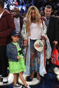 Foto: 7 Gaya kehamilan Beyonce dengan Baju Hingga Ratusan Juta Rupiah