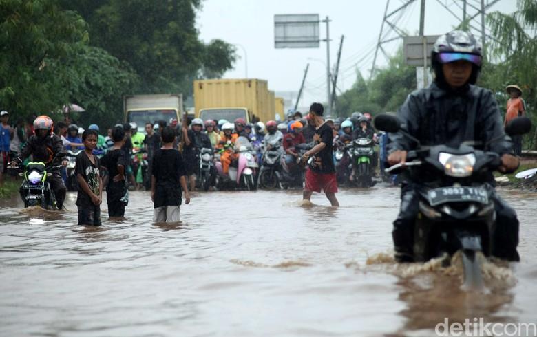 Jakarta Banjir di 54 Titik, Ribuan Rumah Terendam hingga 1,5 Meter