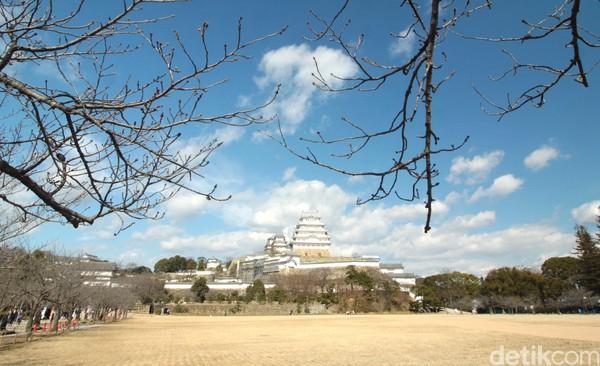 Kastil Himeji diakui sebagai Situs Warisan Dunia UNESCO pada tahun 1993. Kita bisa lihat bagaimana bangunan kastil yang menunjukkan betapa megahnya arsitektur Jepang. (Andy Saputra/detikTravel)