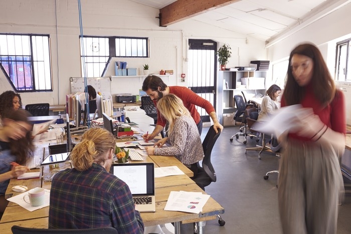 Cat ruangan kantor Anda dengan warna hijau. Penelitian menyebut warna hijau memiliki sifat menenangkan sekaligus meningkatkan kreativitas. (Foto: ilustrasi/thinkstock)