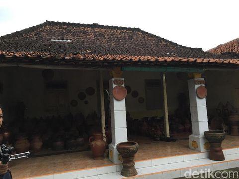 Membatik dengan Tanah di Cirebon