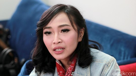 Rinni Wulandari Si Independent Women