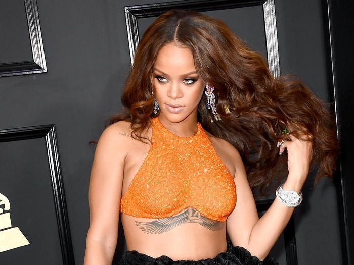 LOS ANGELES, CA - FEBRUARY 12:  Singer Rihanna attends The 59th GRAMMY Awards at STAPLES Center on February 12, 2017 in Los Angeles, California.  (Photo by Frazer Harrison/Getty Images)