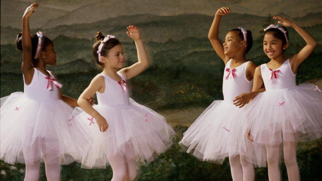 Berikan Dukungan ke Anak, Sang Ayah Rela Nari Balet di Panggung