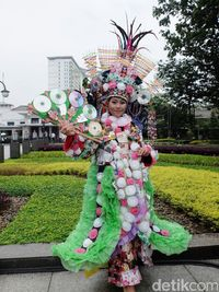 Cantiknya Gaun Sampah Kreasi Siswi Mtsn 2 Bandung Ini