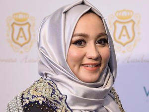 Anniesa Hasibuan Bicara Soal Rancangan Hijab di Institut Fashion New York