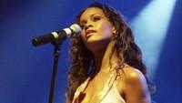 Rihanna mendapatkan kontrak pertamanya usai lolos pada audisi yang diselenggarakan oleh Jay-Z pada 2005 lalu. Kevin Winter/Getty Images/detikFoto.