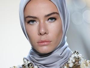 Foto: Kecantikan Model Imigran yang Jadi Viral di Show Anniesa Hasibuan