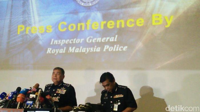 Kepala Polisi Diraja Malaysia Khalid Abu Bakar saat konferensi pers (Edo/detikcom)