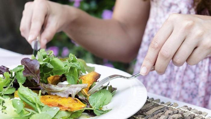 Tips atur makan agar tubuh tetap fit selama berpuasa. Foto: iStock