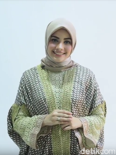 Tutorial Hijab Kondangan Ala Si Cantik Berdarah Arab-Turki