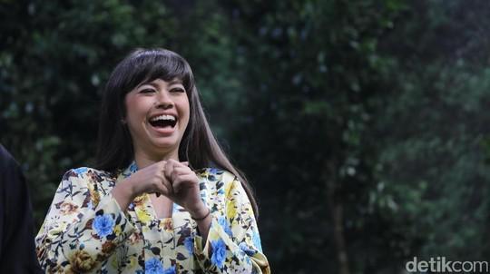 Pakai Kebaya, Yuki Kato Bikin Salah Fokus