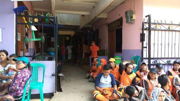 Dennis Tewas Terseret Banjir, Pasukan Oranye Melayat di Rumah Duka