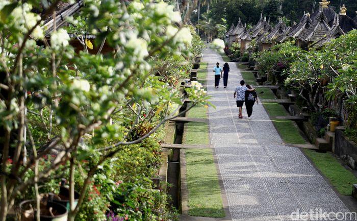 Desa Penglipuran merupakan sebuah wilayah pedesaan yang menjadi ikon desa wisata di Bali. Desa ini menjadi tujuan wisatawan domestik dan asing.