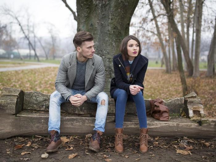 Jika kamu merasa sikap kekasihmu berbeda dari biasanya, itu bisa jadi indikator bahwa ia mulai selingkuh. (Foto: Thinkstock)