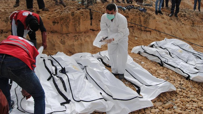 A rescue worker labels bags containing dead bodies of migrants who were washed up on a beach near the city of Zawiya, Libya February 20, 2017. Picture taken February 20, 2017. Libyan Red Crescent/Handout via REUTERS ATTENTION EDITORS - THIS PICTURE WAS PROVIDED BY A THIRD PARTY. FOR EDITORIAL USE ONLY. NO RESALES. NO ARCHIVE.
