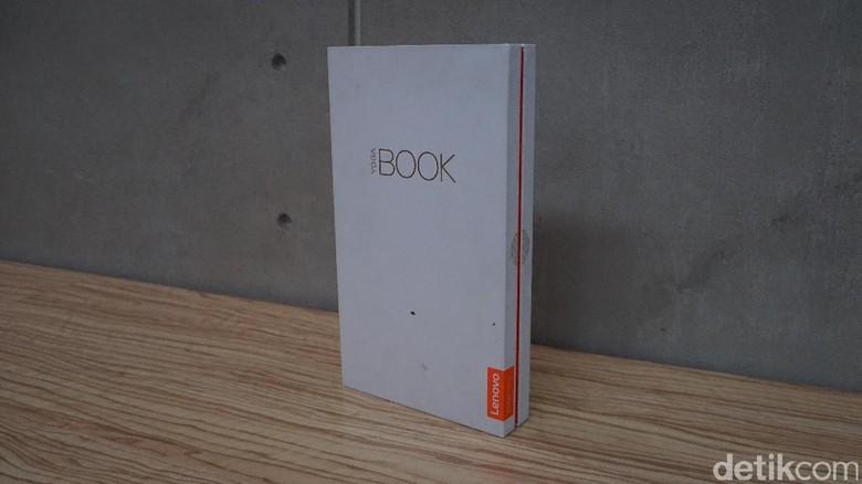 Kotak Yoga Book dikemas cukup apik dengan kotak yang balutan warna putih. Foto: Adi Fida Rahman