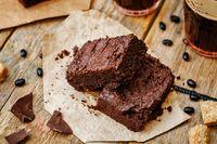 Nyamm! Malam Ini Enaknya Ngopi Plus Ngemil Brownies di Sini