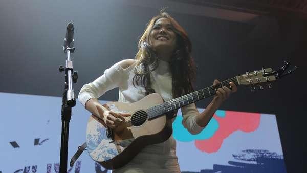 Si Cantik Sheryl Sheinafia di Panggung Galih & Ratna Concert