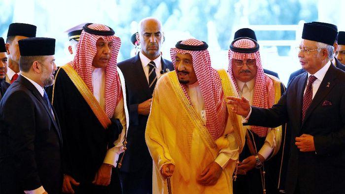 Raja Salman mampir di Malaysia (Foto: Reuters)