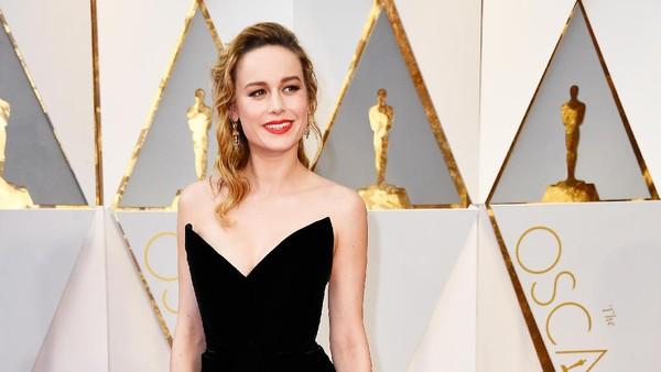 Brie Larson Tak Mau Beri Tepuk Tangan untuk Casey Affleck