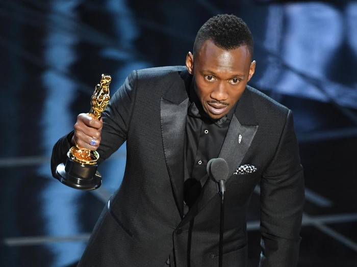 HOLLYWOOD, CA - FEBRUARY 26:  Actor Mahershala Ali accepts Best Supporting Actor for Moonlight onstage during the 89th Annual Academy Awards at Hollywood & Highland Center on February 26, 2017 in Hollywood, California.  (Photo by Kevin Winter/Getty Images)