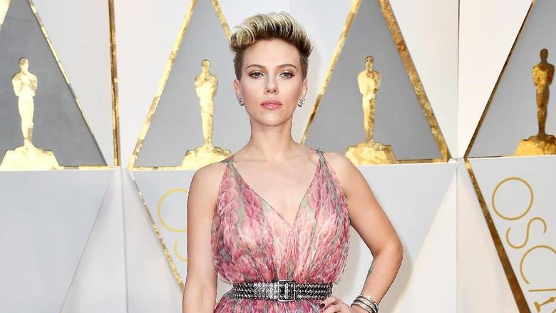 Scarlett Johansson Resmi Menjanda Lagi
