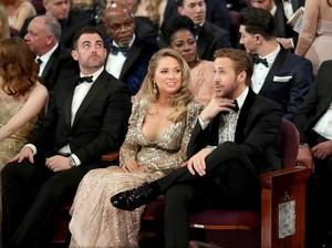 Ryan Gosling Ajak Wanita Seksi ke Oscar Bikin Netizen Penasaran