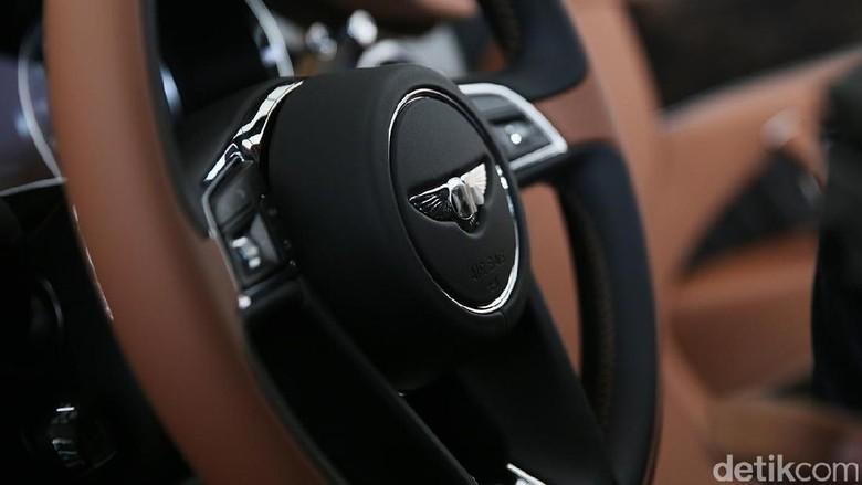 Interior Bentley Bentayga (Foto: Ari Saputra)
