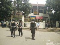 Penyergapan pelaku bom Cicendo di Kelurahan Arjuna.