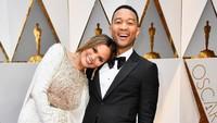 Kemesraan John Legend dan Chrissy Teigen selalu membuat kita iri. Frazer Harrison/Getty Images/detikFoto.