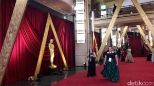 Sambut Kedatangan Para Aktor, Karpet Merah Oscar 2017 Mulai Disterilkan