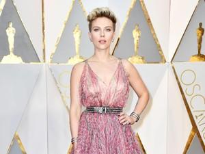 Scarlett Johansson Tak Nyaman Bicara Soal Kesenjangan Upah di Hollywood